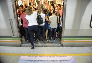 Restringir acesso nos vagões não impede violência contra a mulher, diz socióloga