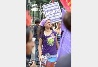 O aborto clandestino pune e mata as mulheres