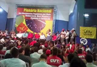 Plenária de movimentos sociais em São Paulo reivindica mais democracia
