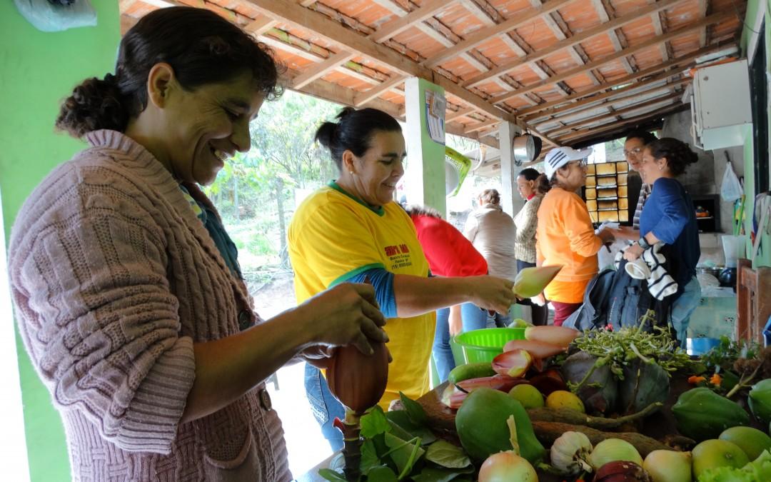 Oficina de troca de saberes sobre alimentação reúne mulheres rurais de Itaoca