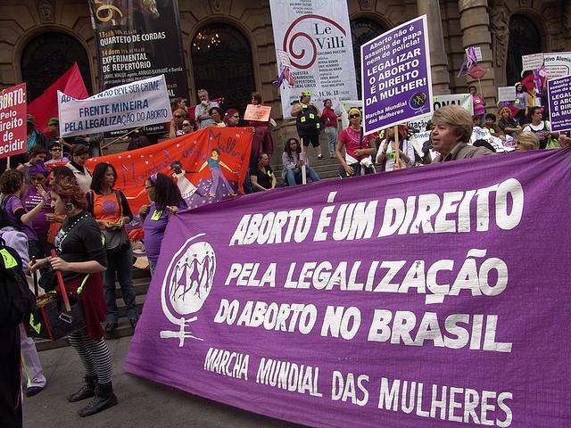 Dia de luta pela legalização do aborto mobiliza mulheres nas ruas e nas redes
