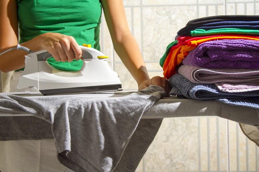 Desigualdade no trabalho doméstico diminui com política pública, diz relatório