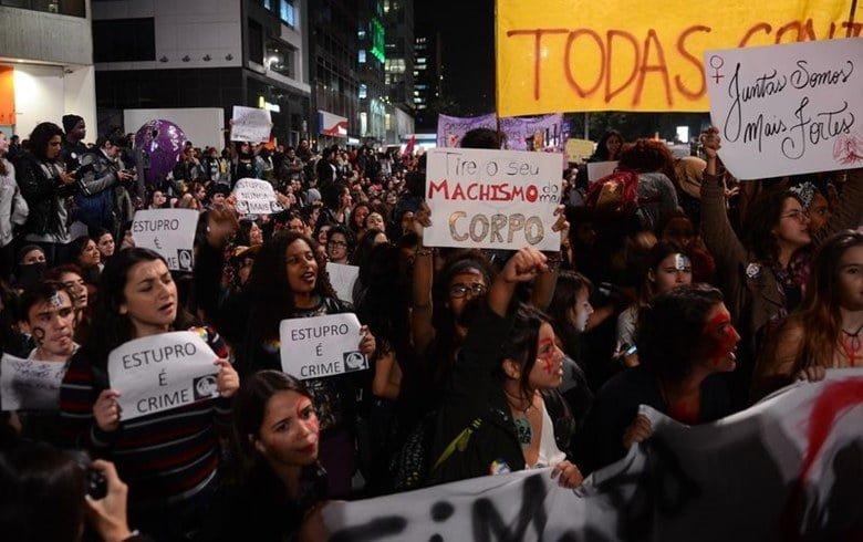 'Grande mídia quer reforçar feminilidade no 8 de Março, mas será um dia de luta'