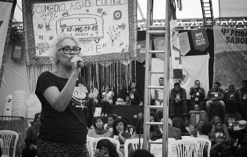 """""""Los comunes como práctica tradicional, resistencia en el presente y estrategia hacia al futuro desde el feminismo nos permite otras miradas hacia la enorme cantidad de tiempo, energía y conocimiento que las mujeres dedican al cuidado de la vida"""", entrevista a Miriam Nobre*"""