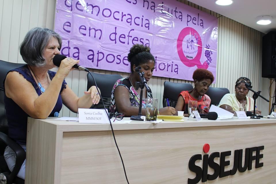 """Seminário """"Mulheres e mundo do trabalho"""" atualiza debates feministas no Rio de Janeiro"""