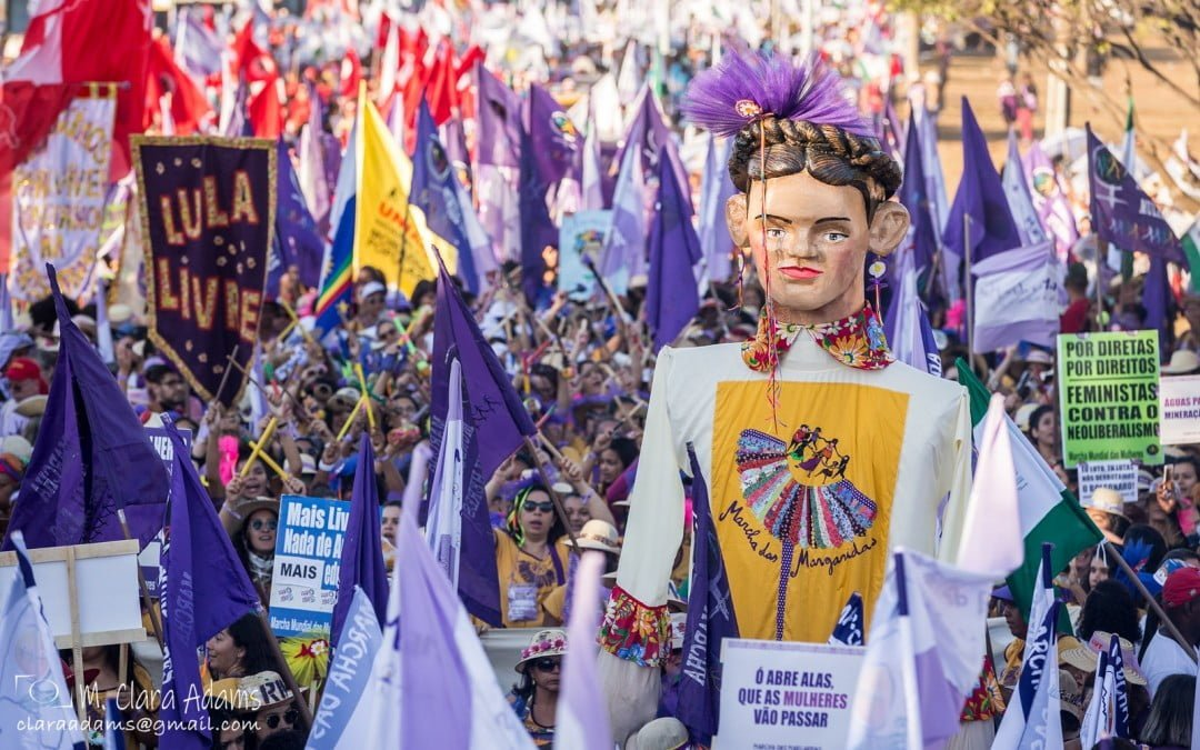 Cem mil mulheres rurais e indígenas marcham em Brasília